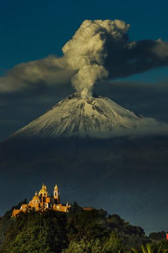 POpocatepetl, this morning by Cristobal Garciaferro Rubio - Landscapes Mountains & Hills ( volcano, eruption, snowy volcano, smoking volcano )