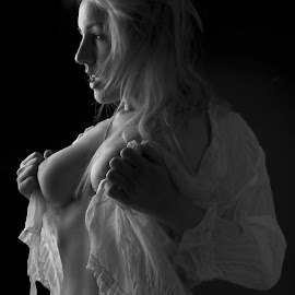 The Promise .... by Tomas Fensterseifer - Nudes & Boudoir Artistic Nude ( nude, black and white, low key,  )