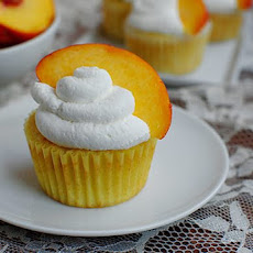 Peaches 'n' Cream Cupcakes