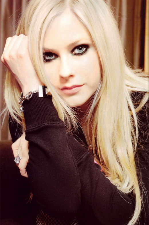 celebrity Avril Lavigne's Sexy Long Blonde haircuts