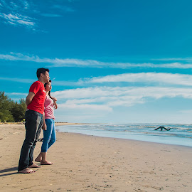 Blue Heaven by Hizzband Aditya - People Couples ( sand, sea, beach, coast, sun, love, sky, red, blue, indonesia, padang, cloud, cloudy, pink, couple, hizzband,  )