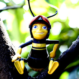 Jolly Bee by Zandro Sotto - Artistic Objects Toys