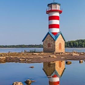 Grafton Lighthouse in Illinois 2.jpg