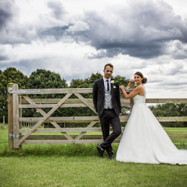 A Kentish Wedding by Simon Hawkins - Wedding Bride & Groom ( simon hawkins photography, 2014, lorna and rob, wedding, a1dc, august, bride, groom, the mulberry tree, portrait )