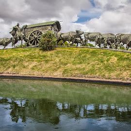 Monumento la Carreta by Paul Runze - Buildings & Architecture Statues & Monuments ( 2014 so america, status x bronz x uruguay x montivideo x belloni, family )