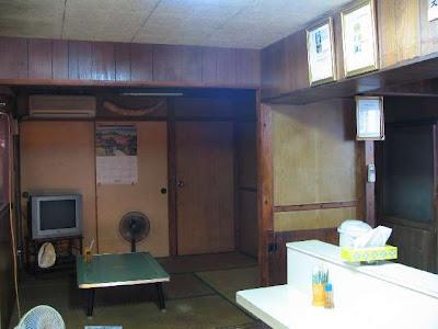 アサヒ食堂・店内の使われていない座敷