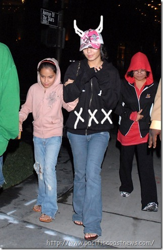 Vanessa i njena sestra Stella Vanessa+Hudgens+with+her+younger+sister+Stella%5B13%5D