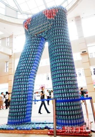 http://lh4.ggpht.com/fisherwy/Rw4_wFKtdeI/AAAAAAAAJ5E/VhS9QSgpTJg/jeans+made+from+pop+cans%5B3%5D.jpg