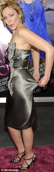 Kim Cattrall wardrobe malfunction at Sex And The City s New York premiere