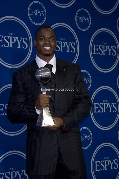 Photo of Adrian Petersen receiving 2008 espy Breakthrough Athlete award