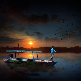 pulang kerja by Indra Prihantoro - Digital Art People ( boats, boat )