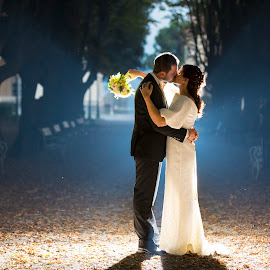 kiss by Mauro Locatelli - Wedding Bride & Groom ( kiss, controluce, wedding, bride and groom )