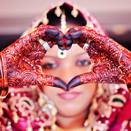 mehndi by Pravin Dabhade - Wedding Details ( canon, mehndi, red, wedding, 50mm, india, bride )