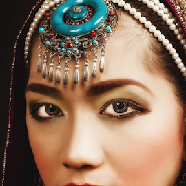 Arabian Night by William Ay-Ay - People Portraits of Women