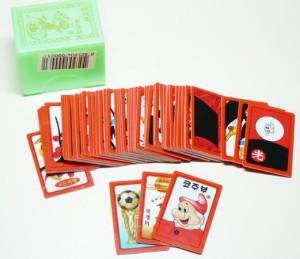 Um baralho Hwatu; as três cartas separadas são curingas