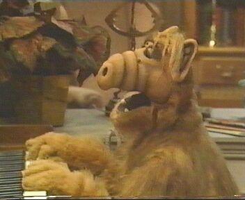 Alf ao piano