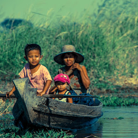 Family :: on the same boat by Black Mutant - People Family ( myanmar, family, boat )