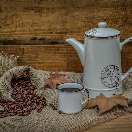 Fresh coffee by Margareth Perfoncio - Food & Drink Ingredients ( wood, texture, still life, coffee )