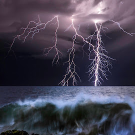 Bunbury Surge by Craig Eccles - News & Events Weather & Storms ( thunder, clouds, news, waves, ocean, storm, lightning strike., lightning, lightning bolt, event, wave, thunder storm, thunder bolt )