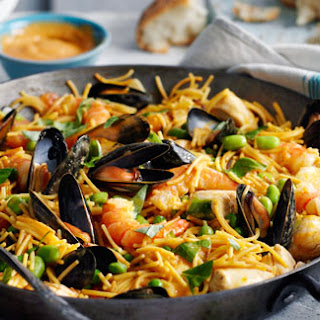 Fideua With Kings Prawns, Chicken And Mussels
