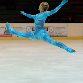 Figure Skating by Luca Renoldi - Sports & Fitness Other Sports ( girl, figure, ice, skating, avatar, jump )
