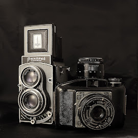 Old but beautiful by Charles KAVYS - Artistic Objects Antiques ( 6x6cm, flexaret, pioneer, helios, meopta, belar,  )