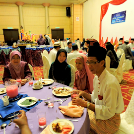 Breaking fast by Yusop Sulaiman - People Group/Corporate