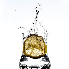 splash2 by Alexandru Leteanu - Food & Drink Alcohol & Drinks ( splash, d90, splash photography, nikon, lemon )
