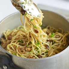 Spaghetti With Walnuts, Raisins & Parsley