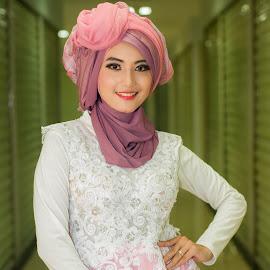 Kecantikan yg terpancar by Ouwrye Zza - People Fashion ( fashion, model, opening, hijab, women )