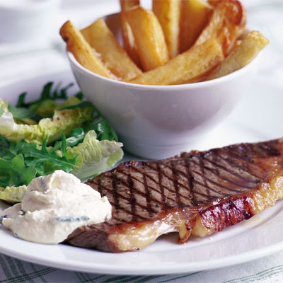 Steak With Chunky Chips & Horseradish Cream