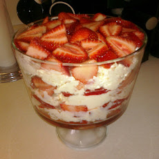 Strawberry Cheesecake Jello Trifle