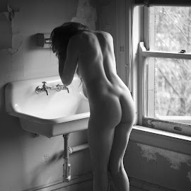 Aprés Willy R. by Gary Mitchell - Nudes & Boudoir Artistic Nude ( b&w, basin, nude, female )