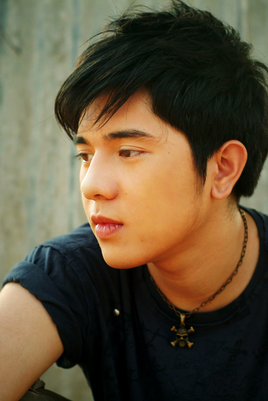 Paulo_Avelino_Hot http://provocativehotmen.blogspot.com/2008/07/paulo-avelino-one-of-boys.html