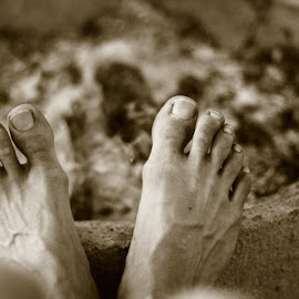 Feet+dirt= by Patrik Lundin - People Body Parts ( body, body part, dirty, feet, nails, dirt )