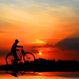 pak tejo by Indra Prihantoro - Transportation Bicycles ( sunset, sunrise, people, bicycle )