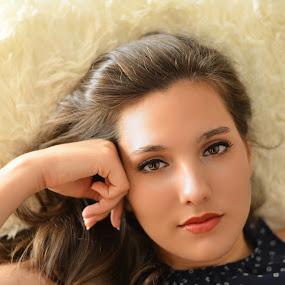 Sweet eyes by Fernanda Magalhaes - People Portraits of Women ( girl, sweet, beauty, portrait, eyes,  )