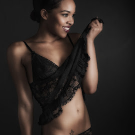 Dark Pearl by Johannes Oehl - Nudes & Boudoir Boudoir ( studio, sexy, girl, african, chamilia, dark, smile, pretty, negligé, dessous )