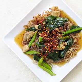 Rat Na Kai, Rice Noodle with Chicken and Chinese Kale in Yellow Bean Sauce
