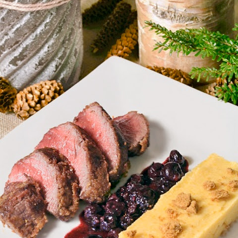 Crispy Venison Steaks with Spéculoos Crust and Blueberry Sauce