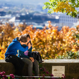 Time Out by Jay Snell - People Street & Candids ( nurenburg, autumn, embrace, couple, people,  )