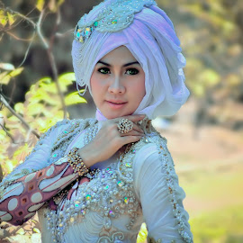 Siscaa Sysca Shesca Siska by Didin Zuhrie - People Portraits of Men