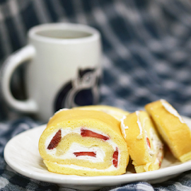 Home made strawberry swiss roll by Alice Chia - Food & Drink Cooking & Baking (  )