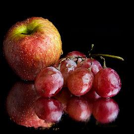 Apple n Grapes by Rakesh Syal - Food & Drink Fruits & Vegetables (  )