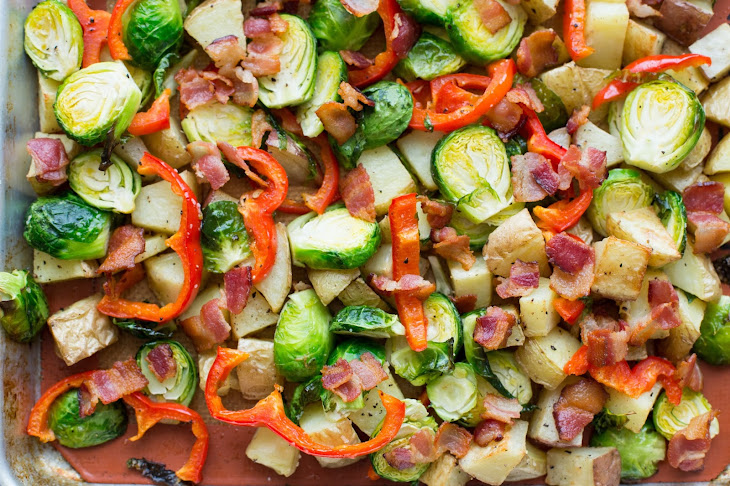 Roasted Potatoes with Brussels Sprouts, Red Pepper and Bacon Recept ...
