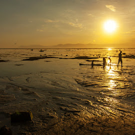 Gold from Lakey Beach by Erwan Setyawan - Landscapes Sunsets & Sunrises ( lakey, beach )