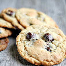 Jacques Torres' chocolate chip cookies {with tahitan vanilla sea salt caramels}