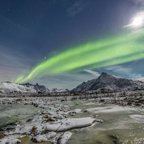 Aurora and full moon by Benny Høynes - Landscapes Mountains & Hills ( mountains, winter, cold, aurora borealis, norway )