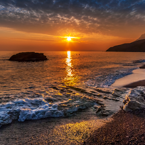 Golden sunset by George Papapostolou - Landscapes Sunsets & Sunrises ( george papapostolou, sunset, greece, seascape, kos island )