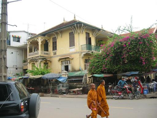 Mnisi - tym w Kambodży żyje się najlepiej